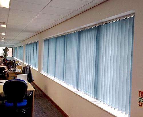 Rèm lá dọc một màu dùng cho không gian nào?
