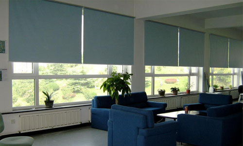 Cách vệ sinh rèm văn phòng hiệu quả và tiết kiệm